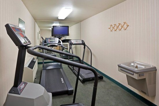 Holiday Inn Express Hotel & Suites Burlington: Fitness Center