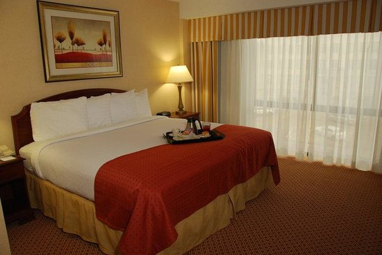 Holiday Inn Lubbock-Hotel & Towers: King Bed Guest Room