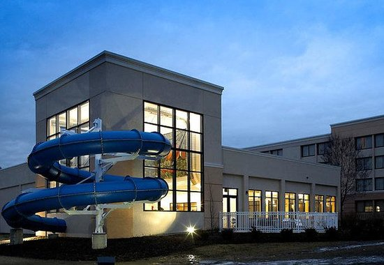 Beachwood, OH: Waterslide Exterior
