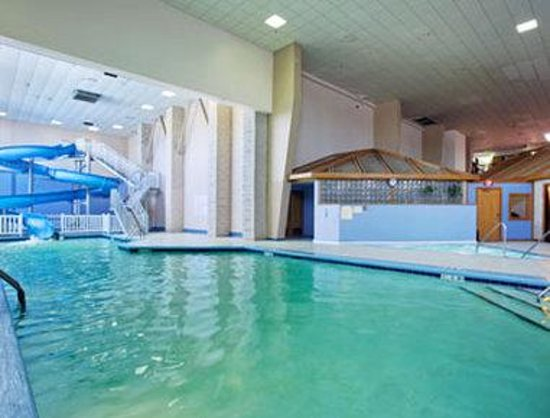 Ramada Conference Center: Pool