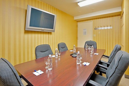 Holiday Inn Express NYC - Madison Square Garden: Boardroom