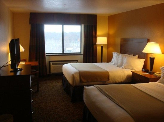 Holiday Inn Express Morgantown: Double Bed Guest Room1