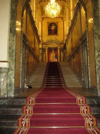 Hotel Imperial Vienna: Grand staircase on entrance...