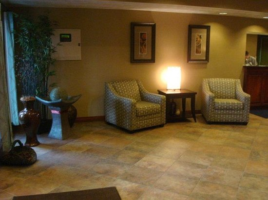 Holiday Inn Express Morgantown: Hotel Lobby