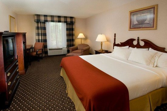 Chambersburg, PA: King Bed Guest Room