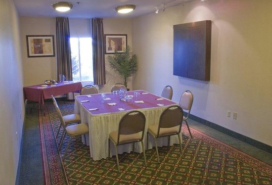 Chambersburg, PA: Ample Meeting Space for up 30 People