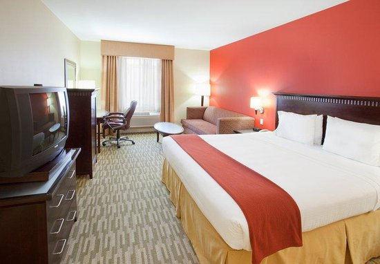 Holiday Inn Express: King Bed Guest Room
