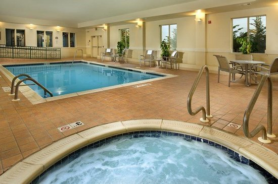 Holiday Inn Express Hotel &amp; Suites Chambersburg: Swimming Pool