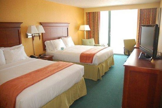 Holiday Inn Express Hotel &amp; Suites Virginia Beach Oceanfront: Double Bed Guest Room