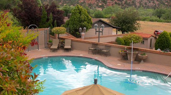 BEST WESTERN PLUS Arroyo Roble Hotel & Creekside Villas: from the pool - cottage roof is behind the lightpost