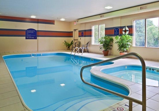 Holiday Inn Express Dayton - Centerville: Enjoy a swim in our refreshing pool