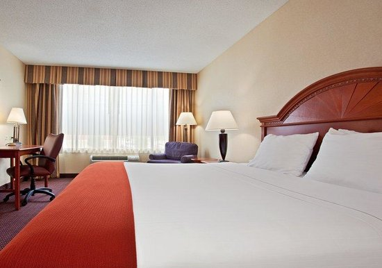 Holiday Inn Express Dayton - Centerville: Relax in our spacious King Size guest rooms