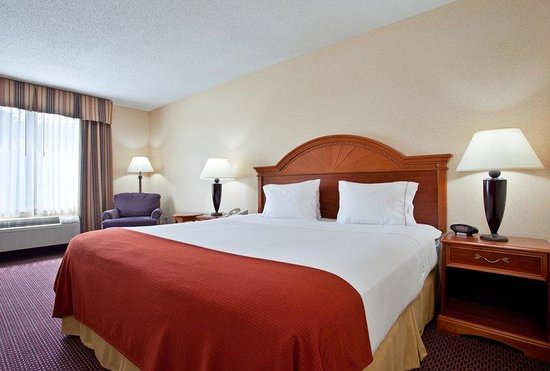 Holiday Inn Express Dayton - Centerville: King Bed Guest Room