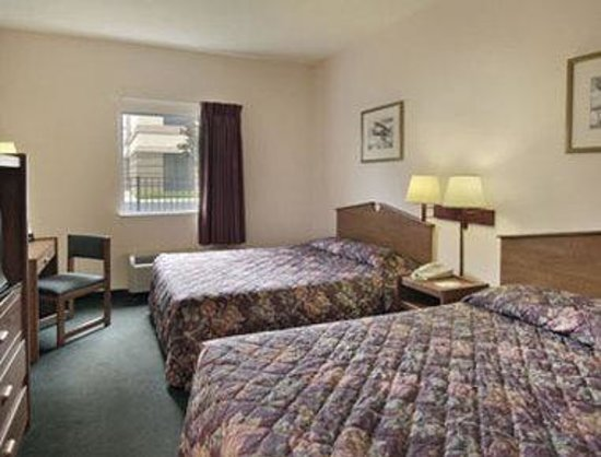 Howard Johnson Express Inn/Airport Louisville: Standard Two Double Beds