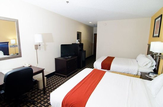 Holiday Inn Express Hotel &amp; Suites: Two Queen beds
