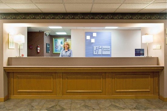 Holiday Inn Express Colby: Colby Hotel Front Desk