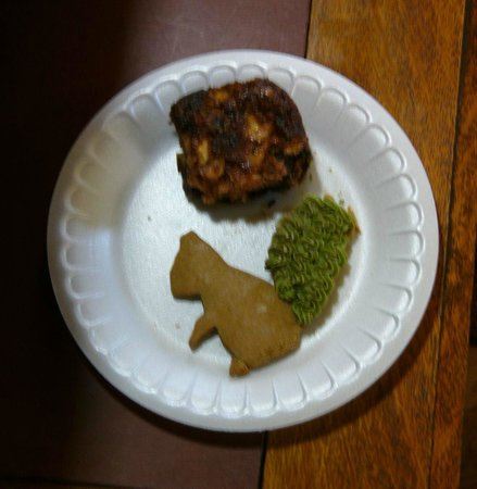 The Barn Inn Bed and Breakfast: Home made gingerbread squirrel cookie and yummy apple bar