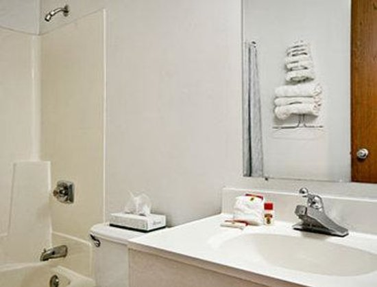 Muncie, IN: Bathroom