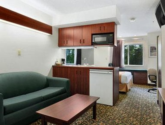 North Canton, OH: Suite