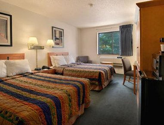 Days Inn Brunswick: Standard Two Double Bed Room