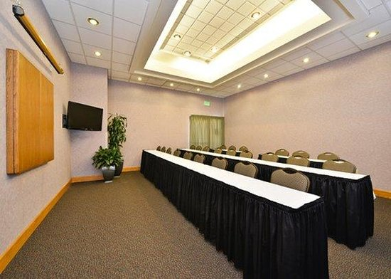 Quality Inn Oakwood: meeting room
