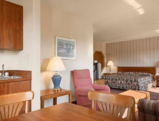 Whitehall, MI: Kitchenette Suite