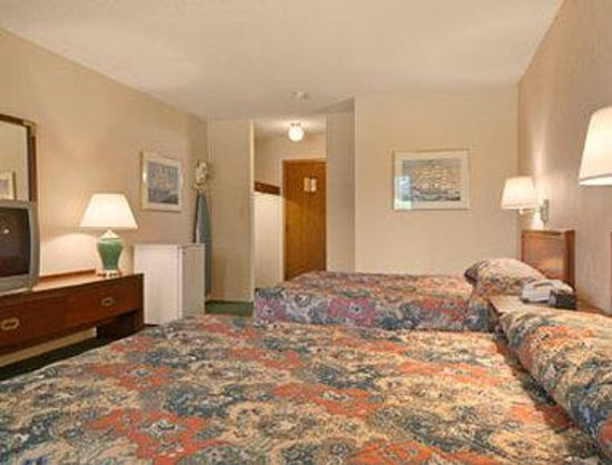 Whitehall, MI: Standard Two Queen Bed Room