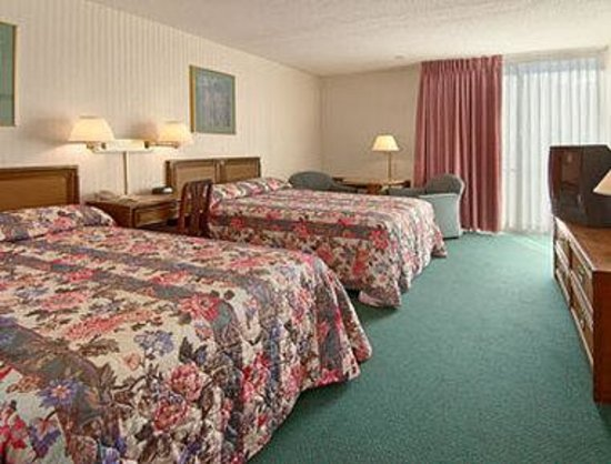 Ramada Glens Falls/Lake George Area: Standard Two Double Bed Room