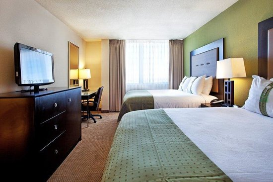 Holiday Inn Metairie New Orleans Airport: Two Queen  Bed Guest Room-cozy and comfy Holiday Inn beds!