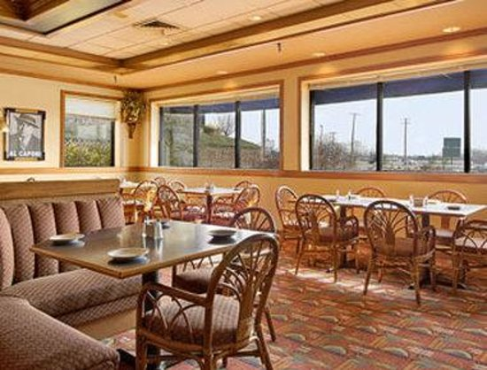 Ramada Inn Batesville : The Daily Bread Restaurant 