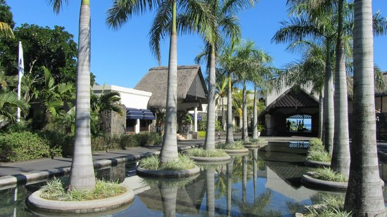 Maritim Hotel Mauritius: The entrance to the Hotel