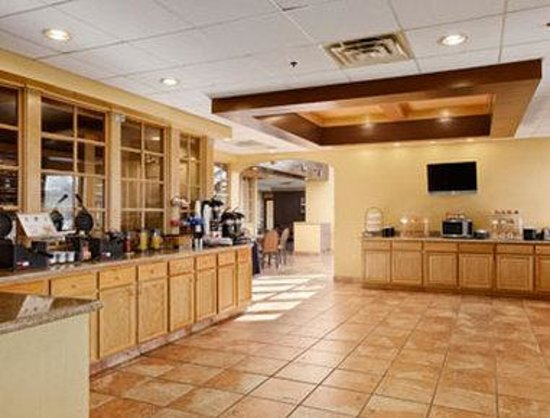 Ramada Downtown North: Breakfast Area