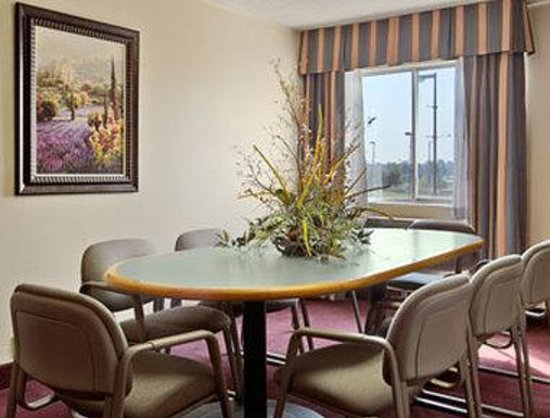 Fairview Heights, IL: Suite