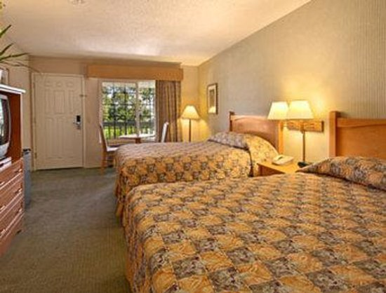 Ramada Inn & Suites Costa Mesa/Newport Beach: Standard Two Queen Bed Room