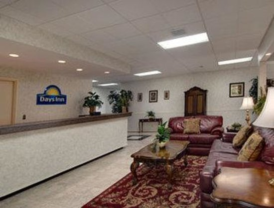 Days Inn Maysville: Lobby