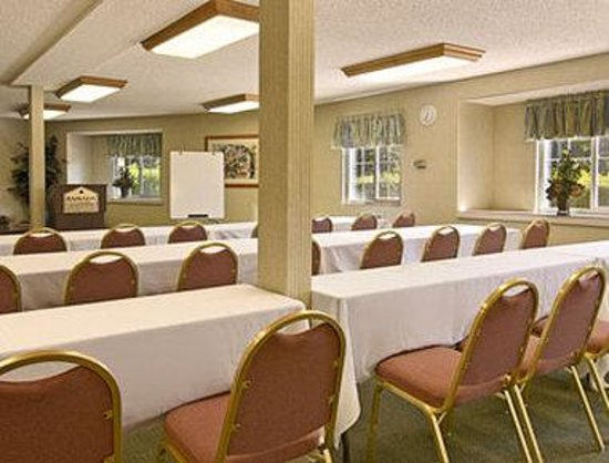 Ramada Inn & Suites Costa Mesa/Newport Beach: Meeting Room