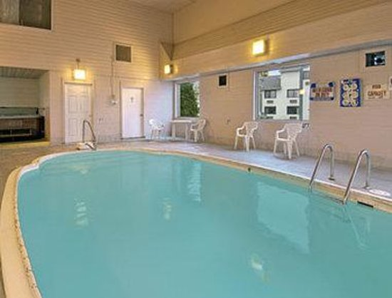 Effingham, IL: Indoor Heated Pool Located Adjacent To Hotel