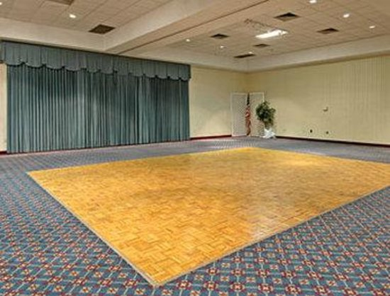 Ramada Conference Center Ocala: Banquet Facility