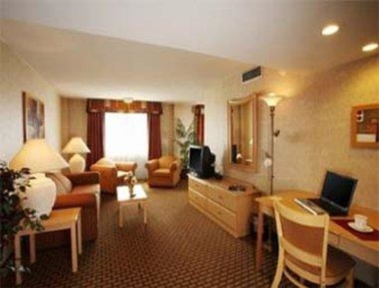 Ramada Milwaukee City Centre: Suite View