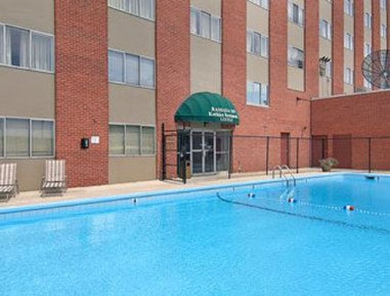 Ramada Milwaukee City Centre: Pool
