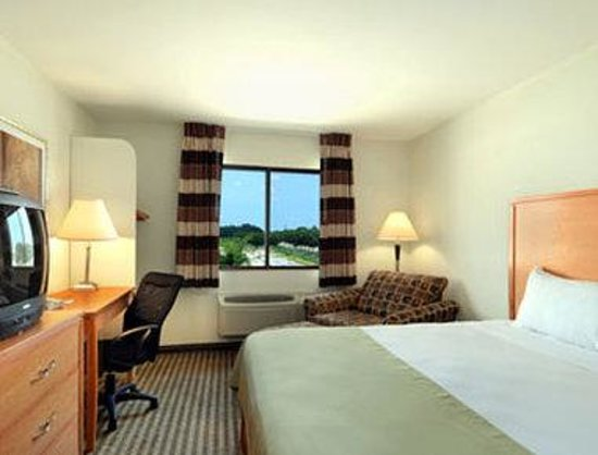 Ramada DFW Airport North Irving: Standard King Bed Room