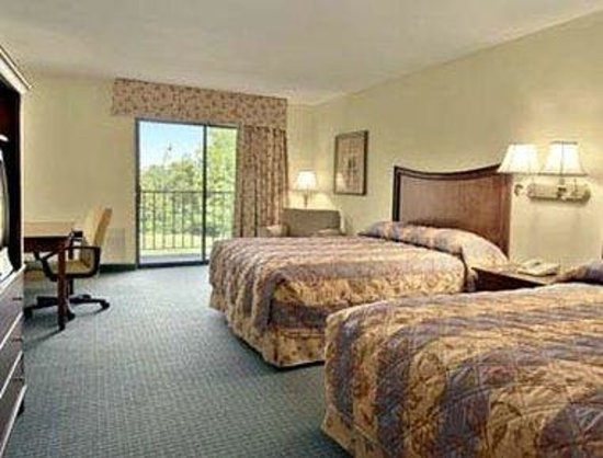Ramada Inn Blue Ridge: Standard Two Queen Bed Room