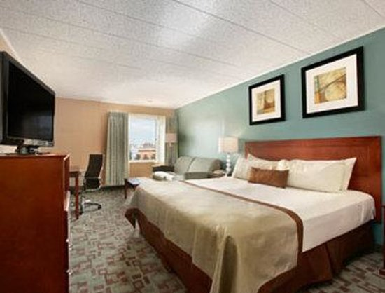 Vineland, NJ: Standard King Bed Room
