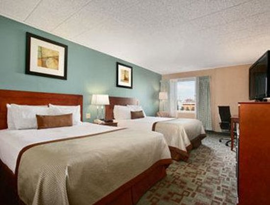 Vineland, NJ: Standard Two Queen Bed Room