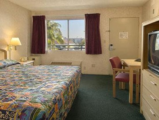 Ramada Limited Main Gate North: Standard King Bed Room