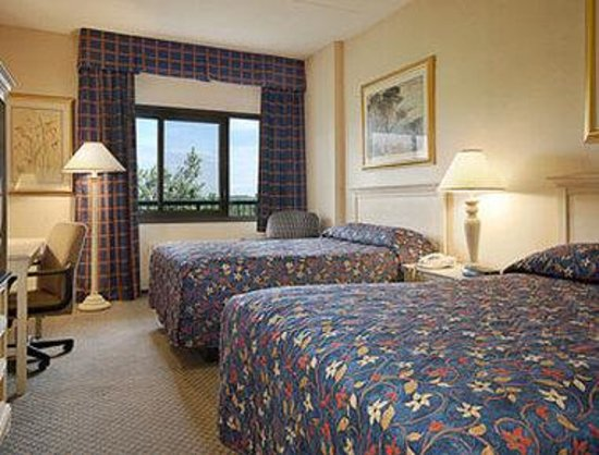 Ramada Inn Yonkers: Standard Two Double Bed Room