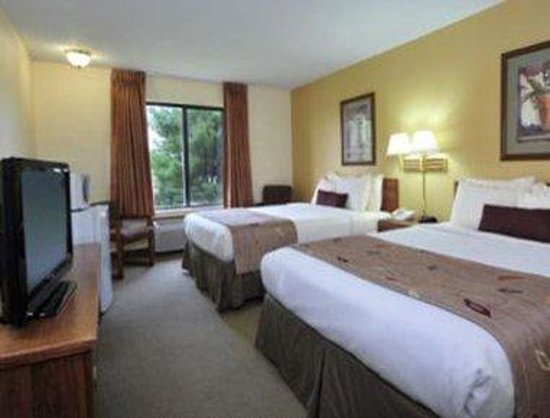 Ramada Inn: Double Queen Bed Room