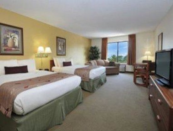 Ramada Inn: Oversized Queen Bed Room