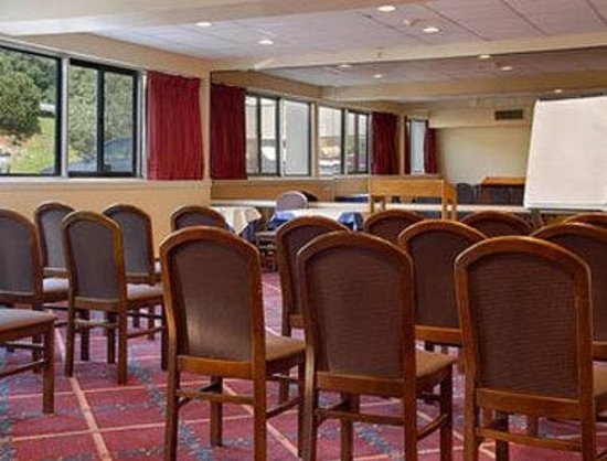 Ramada Inn Yonkers: Meeting Room