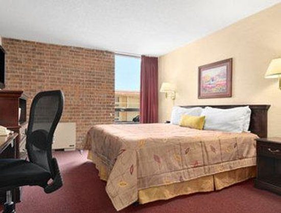 Ramada Austin Central: Standard King Bed Room